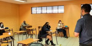 Estudiantes del Liceo Mixto Bicentenario Los Andes volvieron optimistas y felices a clases
