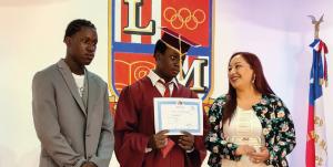 De manera emotiva y brillante el Liceo Mixto San Felipe realizó ceremonias de licenciatura de los cuartos años medios
