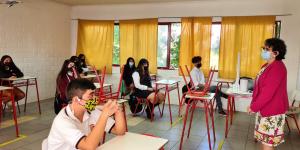 Alumnos del Liceo Mixto San Felipe volvieron en gran número a las salas de clases